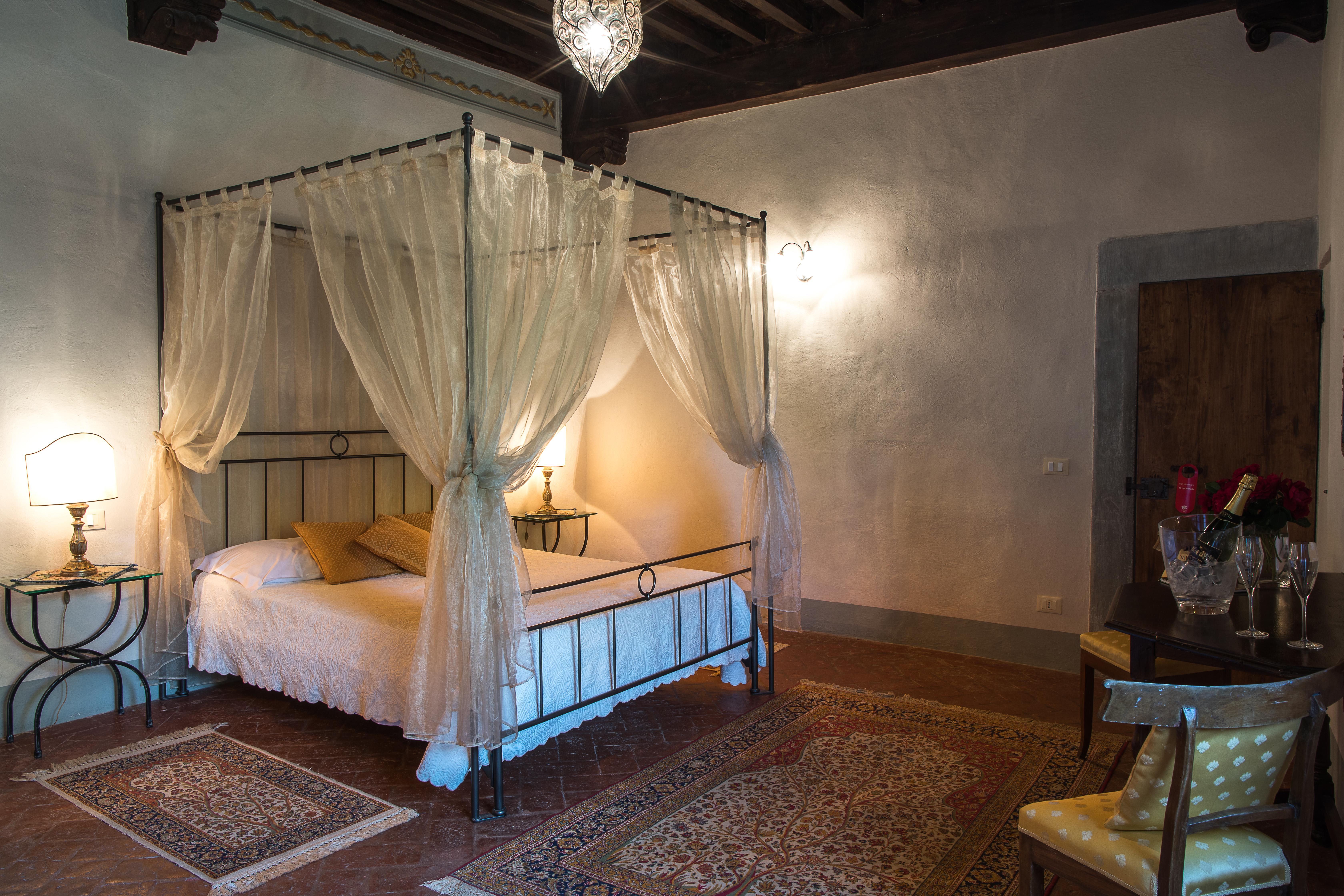 Dormire come principi: al Castello di Meleto le vacanze in un maniero